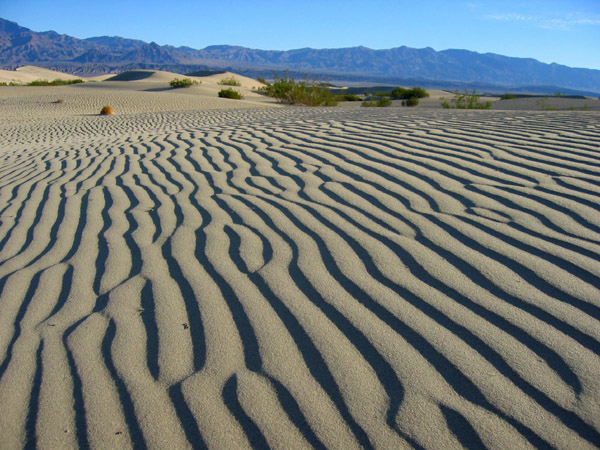 голая глинистая поверхность в пустыне-шб1