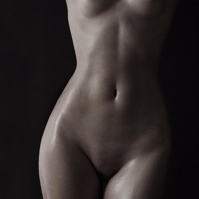 ploskiy-zhivot-porno